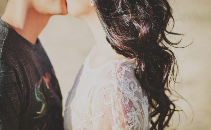 Fidanzamento casto o bigotto?